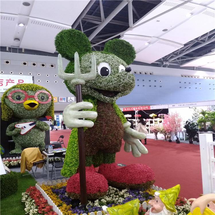 仿真綠雕米老鼠展示.jpg